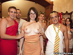 Sexparties With Horny College Girls